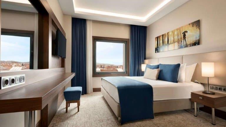 غرف فندق رمادا يلوا