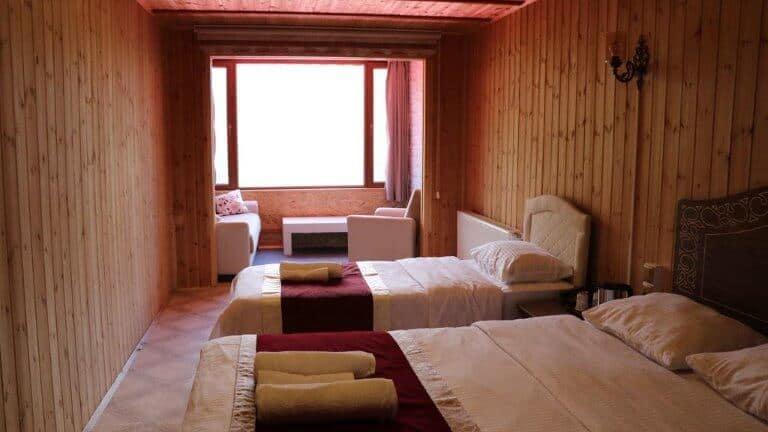 غرفة ثلاثية في فندق كار اوزنجول
