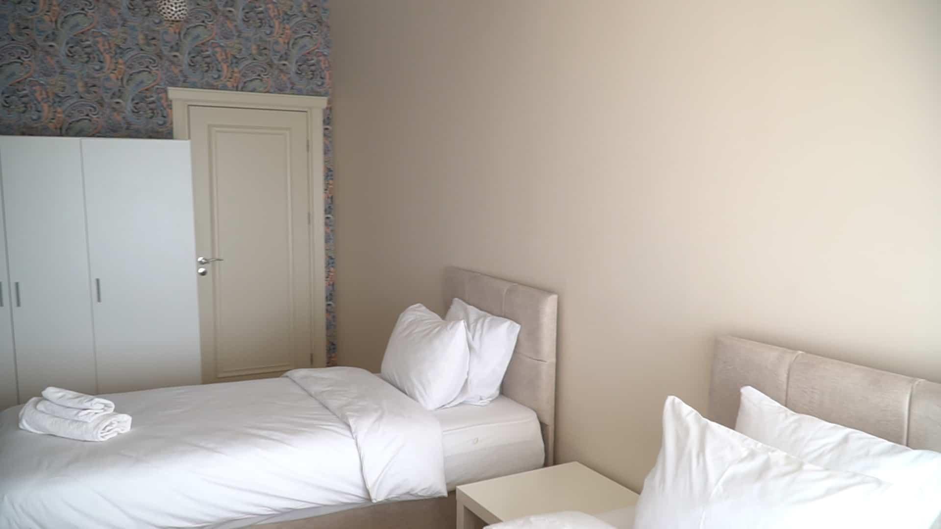 غرفة اطفال شقة 3 غرف وصالون للايجار في مول فينيسيا