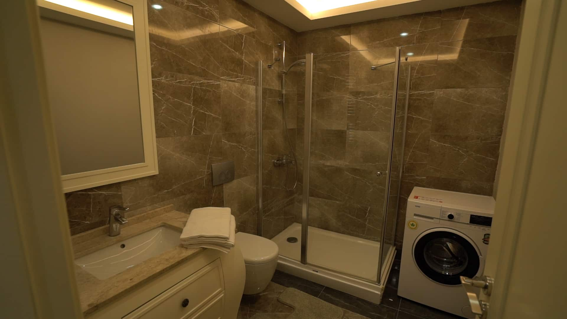 حمام شقق للايجار في فينيسيا لمدة اسبوع غرفتين وصالون