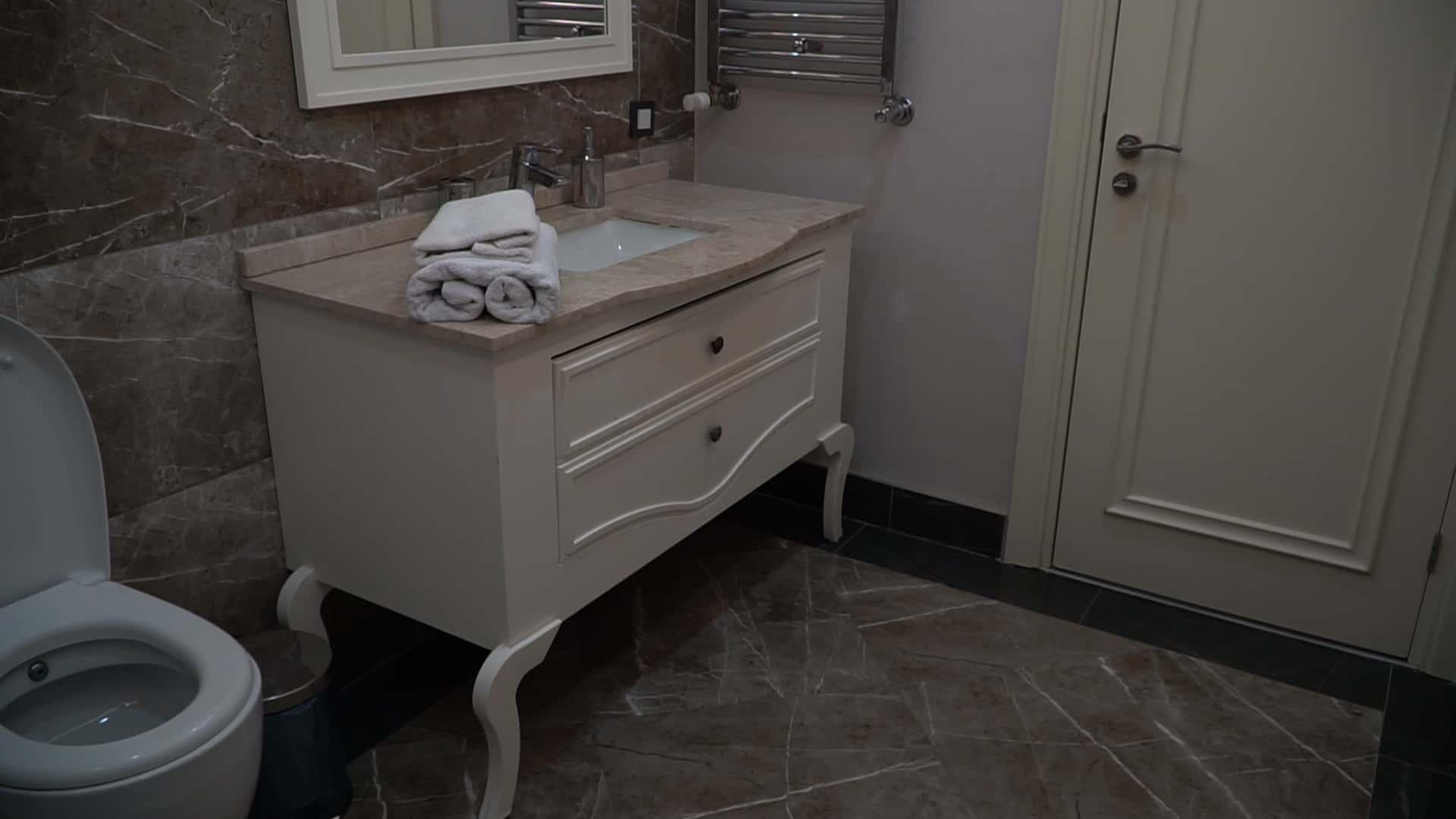 حمام شقق للايجار الاسبوعي في مجمع فينسيا