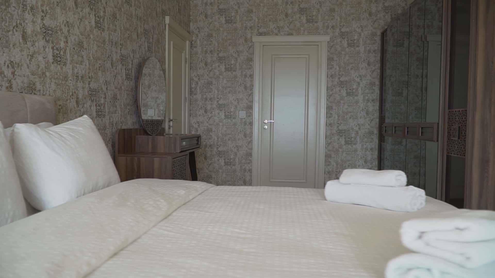 غرفة نوم شقة 3 غرف وصالون للايجار في مول فينيسيا