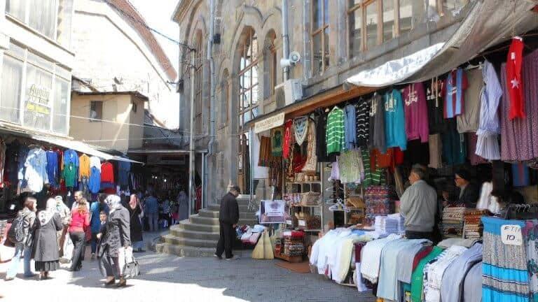 سوق البسة شعبية كمر التي في طرابزون