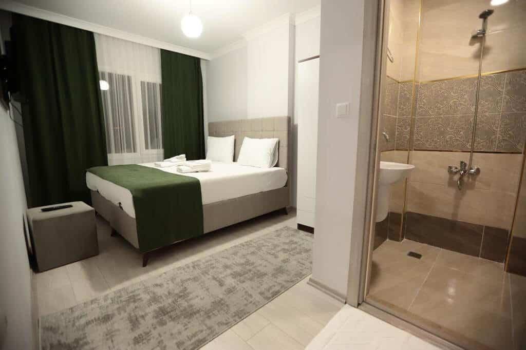 سرير مزدوج مع حمام خاص