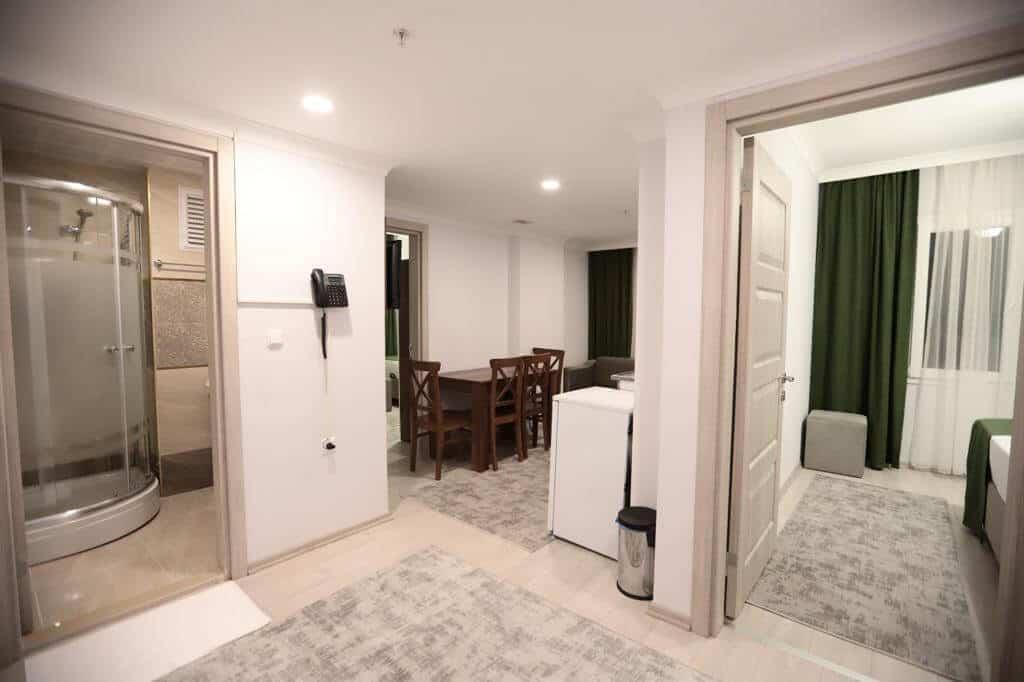 موزع غرفة جلوس ومطبخ وحمام