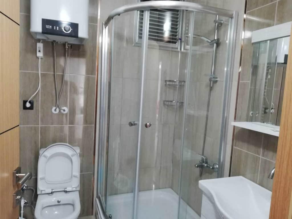 حمام تواليت مع دوش