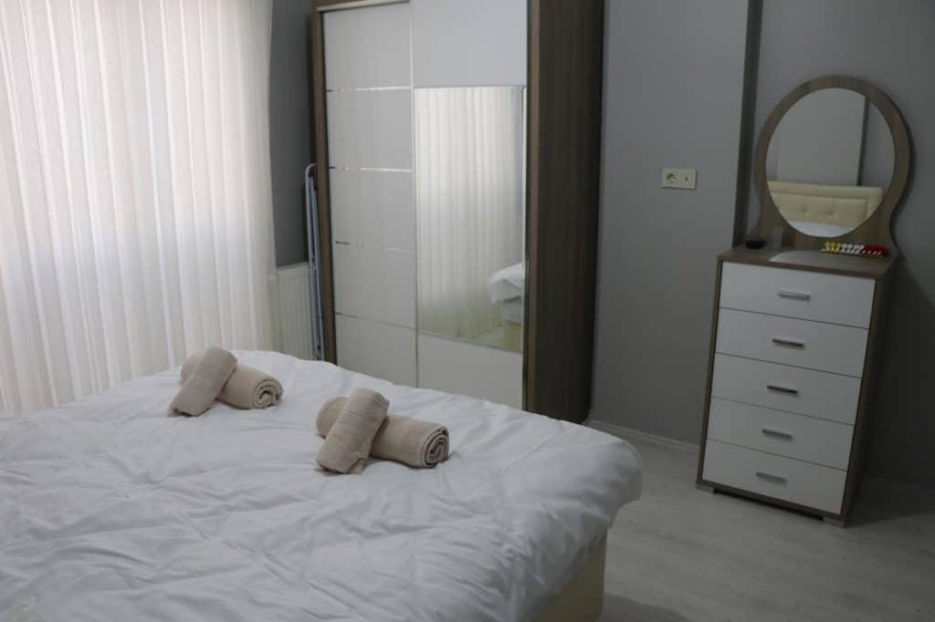 سرير مزدوج في شقة طرابزون