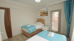 سرير مفردين مع تكييف وستائر