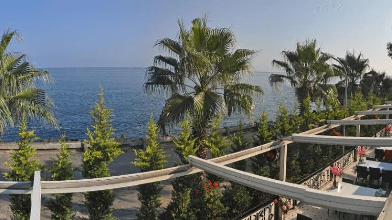 مطعم وحديقة على البحر وممشى في طرابزون