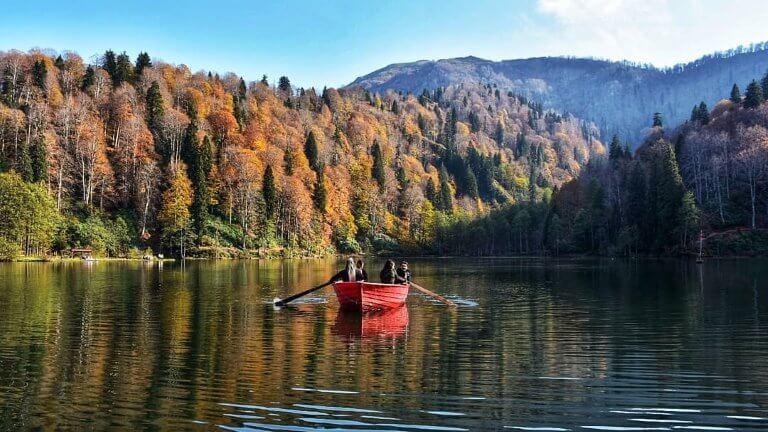 صورة لبحيرة سيرا ليك