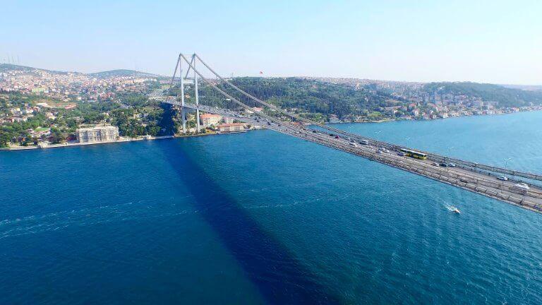 صورة لجسر البوسفور الذي نمر في رحلة تل العرائس وجزر الاميرات