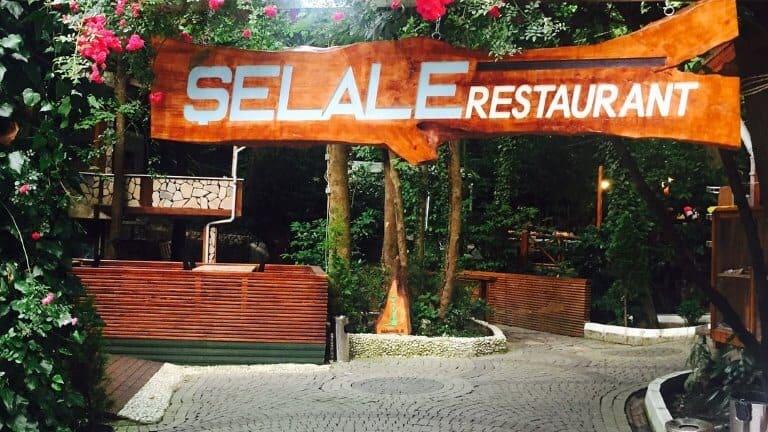 صورة لمدخل مطعم الشلال في معشوقية