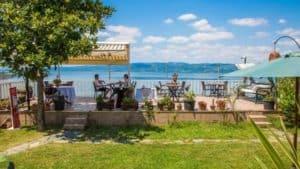 جلسات حديقة على بحيرة صبنجة
