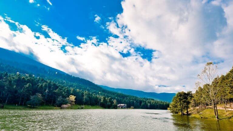 صورة لبحيرة أبانت