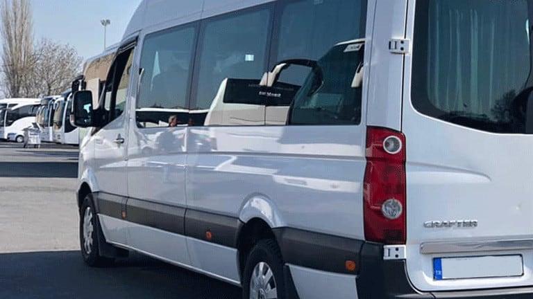 سيارة تتسع ل 15 شخص في اسطنبول