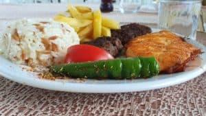 الغداء في رحلة جزر الاميرات
