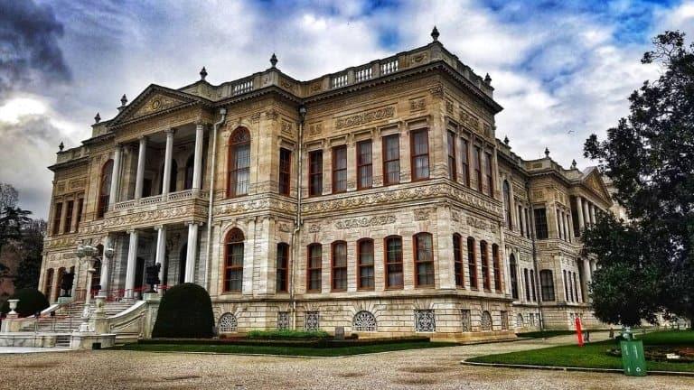 قصر دولما بهشة ستزوره عند حجز برنامج سياحي في اسطنبول