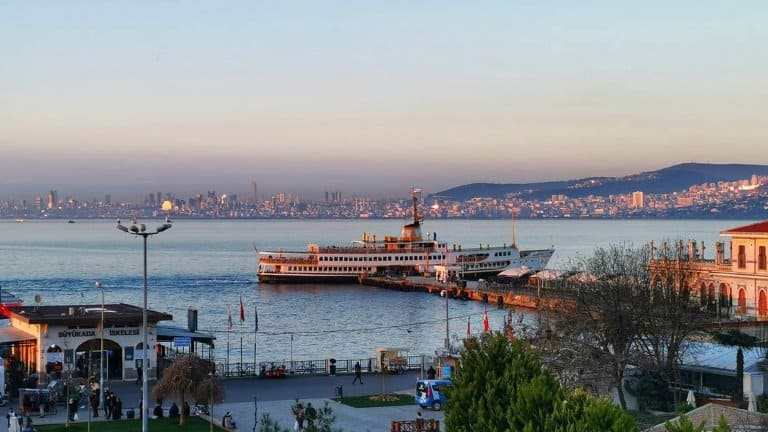 جزر الأميرات ستزورها عند حجز برنامج سياحي في اسطنبول