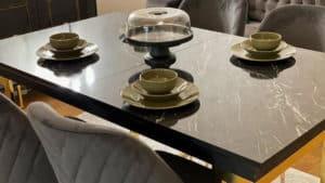 طاولة الطعام في شقق فينيسيا