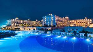 فندق تيتانيك ديلوكس غولف في المساء