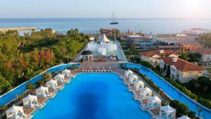 مسبح فندق تيتانيك ماردان بالاس