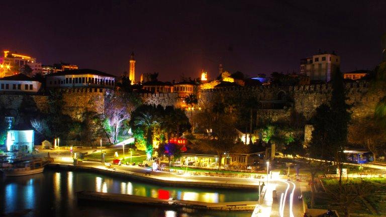 المدينة القديمة داخل القلعة