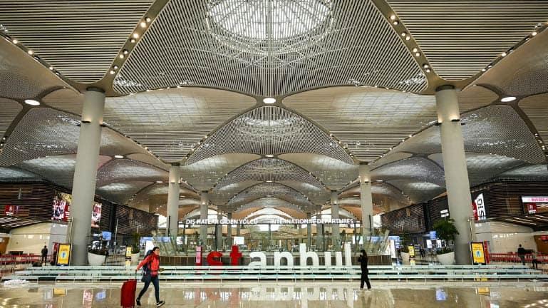 خدمة استقبال وتوصيل من مطار اسطنبول بسيارة  VIP